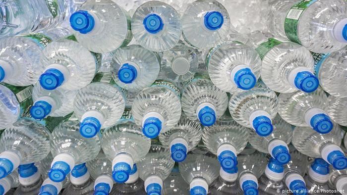 Пием пластмаса, без да знаем